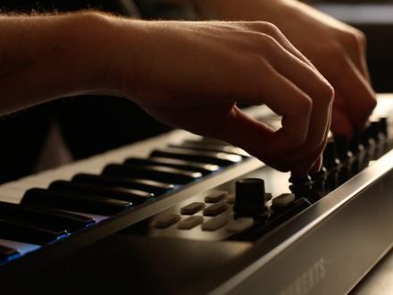 Playing MIDI Keyboard